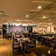 広いスペースの店内は居心地がよく、ゆっくりと食事を楽しめます。毎日行われるライブを聴きながら、食事をいただけるのもうれしいところ。お子様も一緒にライブを楽しめるので、ご家族連れにおすすめのお店です。