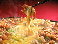 チーズタッカルビ!2種類のチーズがチキンにとろっと絡み合って絶品です! 120分飲放題付き宴会に◎
