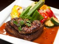 芳醇な香りや深い旨みを堪能『和牛のステーキ フォアグラのせ』