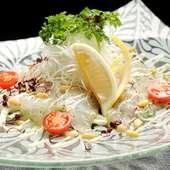素材の良さを愉しむ『鯛のカルパッチョ』はシンプルな味付けで
