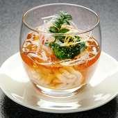 前菜におすすめするのは見目麗しい『鱈白子の土佐酢ジュレ』