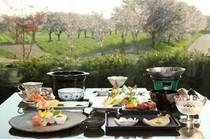 """店名にもある""""桜""""は、風景でも料理でも"""