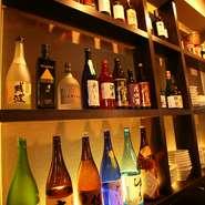 ライトアップされたウィスキーやワインがディスプレーされている店内は、中華料理店を感じさせないムーディな空間が広がります。中華といえば紹興酒と思いがちですが、日本酒や焼酎・カクテルなどにもピッタリです。