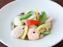 プリプリの海鮮とシャキシャキ野菜は、絶妙な火加減がポイント