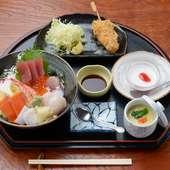 新鮮な海の幸の美味しさに最後の一口まで完食『海鮮丼』