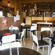 那須高原、那須サファリパークの近くにある、カフェレストランで、ランチタイムから飲んで食べられるお店です。深夜0時まで営業しているので、時間を忘れてゆっくりとくつろげます。