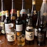 ワインは20種類以上の取りそろえ。必ずテイスティングをしてから仕入れており、要望に応じて特徴を説明してくれます。各種カクテルもありますし、メニューに載っていないものでもスタッフにリクエストができます。