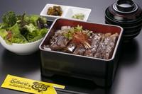 サーロインは那須の銘柄牛「那須山牛サーロイン」を使用。甘辛のソースはご飯にぴったりで、箸が進みます。