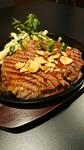 厚切りステーキをリーズナブルに300gでボリューム満点!!ガーリックソースがポンタのおすすめ