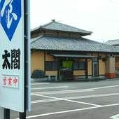 14台まで駐車可能な、店舗敷地内にある広々駐車場