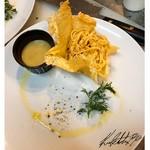 イタリアを始め厳選した各国のチーズの盛り合わせ。チーズ好きにはたまりません。 お好みのワインもご一緒にどうぞ。