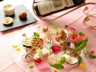 見た目も楽しい旬の一皿 『有機野菜と海の幸のオードブル』