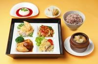 季節毎に料理が変わる昼御膳 平日11:30~14:00 1日限定30食 (季節により写真と異なりますのでご了承ください)