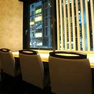 明石が誇る「鯛」、「蛸」、「穴子」を中心とした魚介類は、すべて明石より直送。新鮮な魚介類を料理人の確かな腕で、素材をいかした割烹料理となっています。明石の贅沢三昧を堪能できる点も魅力のひとつです。