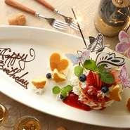 各種記念日にデザートプレート無料サービス+1000円で特製ケーキに変更OK