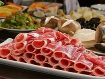肉は料理長が厳選した良質素材。いろいろな種類をお試しください
