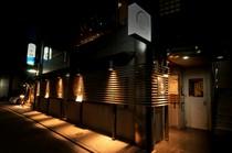 隠れ家的雰囲気のシックな外観。京の路地に馴染みます
