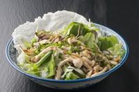 浜松産のきのこと、有機野菜がたっぷり盛り込まれたサラダ。自家製のフレンチドレッシングがよく合います。