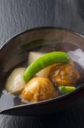なめらかな食感が楽しめる『レンコンひりゅうずと聖護院かぶ煮』