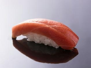 旬の魚がいろいろありますが、やはり「天然本鮪」がおすすめ!