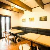 こげ茶色の梁が心を落ち着けるおしゃれなイタリアンレストラン