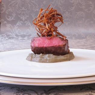 旬の食材で構成されるフレンチフルコース『ローゼ・ブランシュ』