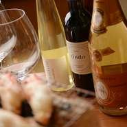 「蟹料理とワイン」を提唱している【赤坂 きた福】では、フランスを主体に、カリフォルニアや国産など、種類も豊富に揃えてあります。料理とワインの和のマリアージュを心ゆくまで堪能できるのも魅力です。