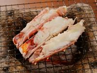 炭火の香り豊かな『焼き蟹』(活けたらば)