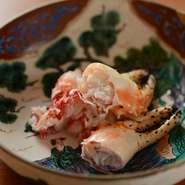 身が詰まった胴体の部分は、ほぐして蟹酢で。蟹身を存分に味わえます。