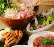 本格鶏料理「春団治」。炭火で焼かれた焼鳥、名古屋手羽先、はんわりを…