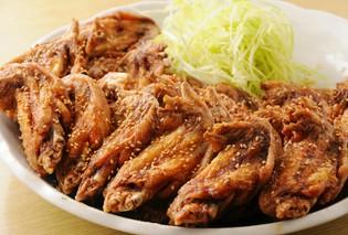 昼獲れ鮮魚、こだわり鶏料理、絶品ちゃんこ鍋 をどうぞ。