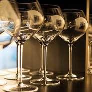 グラスワインはその時開いているもの以外でもオーダーが可能。ソムリエの田村氏に相談してみて。