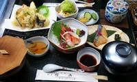 お造り・茶碗蒸し・お漬物・サラダ・ごはん・お味噌汁