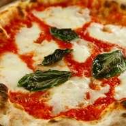ナポリピッツァの代名詞。自家製生地に南イタリア産トマトソース・カンパーニャから空輸で入荷するフィオレディラッテ(乳牛チーズ)。自家栽培バジリコ。 どうぞ食べてみてください。