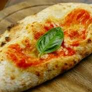 左右別々の具材を楽しめます。ピッツァは包み焼きすると、味が全く別物になります。お試しください。
