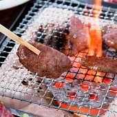 美味しさが違うから、お肉は全席七輪による炭火で焼いています