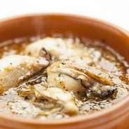 牡蠣の旨味がオイルに溶け込んでいます。バケットと一緒に是非!!