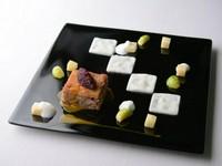 食卓に喜び(ジョイア)を呼ぶ料理の数々、フィオリータをベースに皿数を削った7品のコースです。
