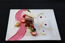 目と舌を楽しませてくれる彩り豊かな一皿一皿は、 素材そのものを生かした深い味わいを楽しめます。