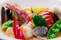 甲殻類と魚介類のブイヤベース