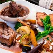 牛の赤ワイン煮、豚ロースのグリル、鶏のコンフィと違う方法で調理。ボリュームがあり食べ応えも十分です。