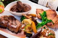 贅沢にお肉を味わえる『三種類の贅沢お肉プレート』