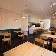 当店は肩肘張らずに気軽に立ち寄れるレストランです。おしゃれにランチを楽しんだり、ディナーではデートや大勢でのパーティなど幅広く対応いたしますので、シーンに合わせてご利用ください。