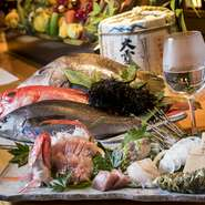 静岡の市場から仕入れた鮮魚。その日のおすすめの魚をお刺身にて用意してくれます。店内の案内でどんなおすすめがあるのかチェックすることも楽しみのひとつ。盛り合わせもできます。