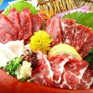 霜降り、赤身、タテガミ、フタエゴの4種を満喫。口の中でとろける上質な脂身とほどよい食感が楽しめます。