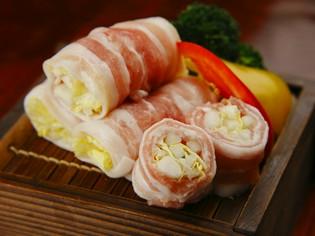 白菜と豚肉を蒸したてを食べる『白菜の豚バラロール蒸し』
