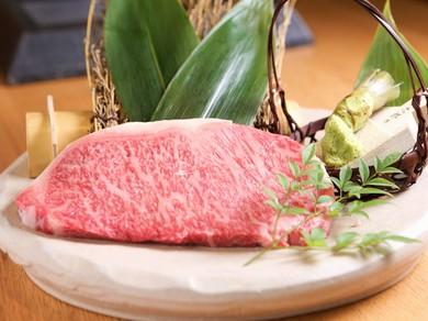 肉本来の甘み・旨みが楽しめる『超熟成ステーキ(100g)』