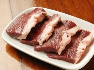 長年の経験を活かした目利きで仕入れる肉