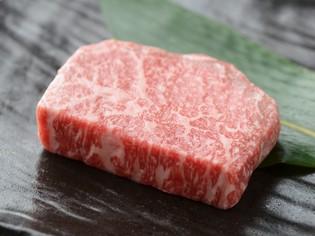 鉄板焼きならではの美味しさ。特選和牛ステーキ