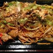 自慢の麺と野菜のコラボ。ヘルシーな『広島風お好焼 そば肉玉』
